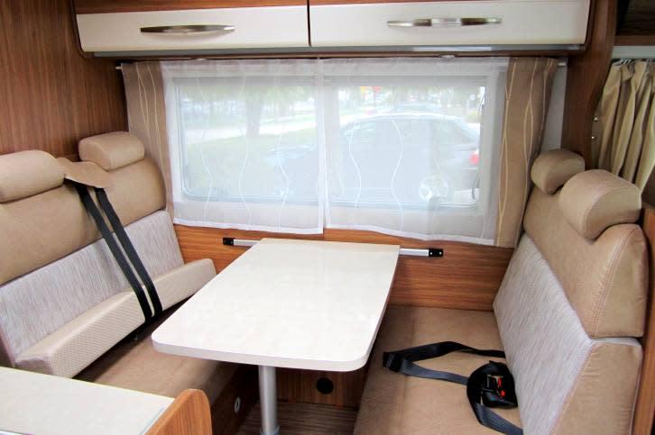 carado a361 wohnmobil bei rosenheim paulcamper. Black Bedroom Furniture Sets. Home Design Ideas